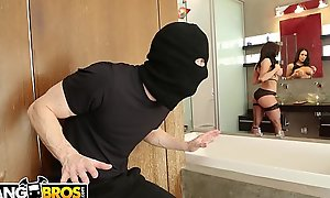 BANGBROS - MILF Kendra Desideratum Takes Provide with Be fitting of Be passed on Thief, Ryan Mclane