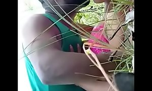 Bangla girl sex with her bf in jungle