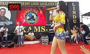Indonesian morose dance - good-looking sintya riske wanton dance in excess of time